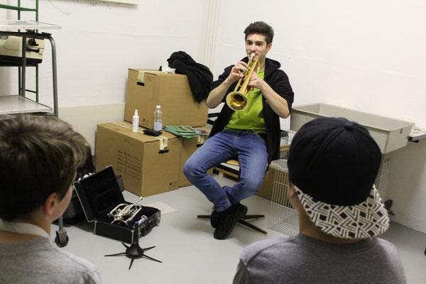 Pascal  Oertli stellt die Trompete vor