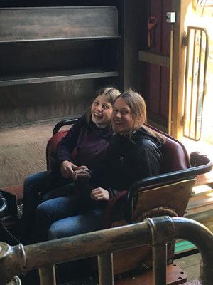 Lena und Jana in den Fängen des Wodan