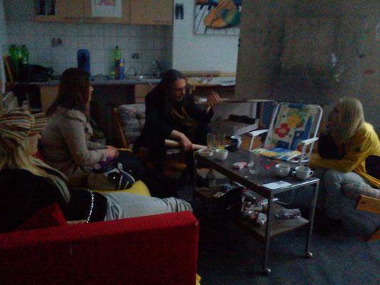 Disskusionsrunde im Atelier Kammerhofer