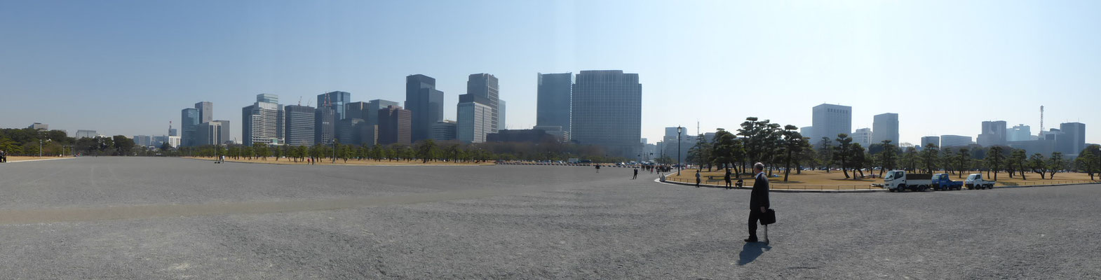 vor dem Kaiserpalast