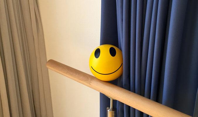 Smiley im Raum