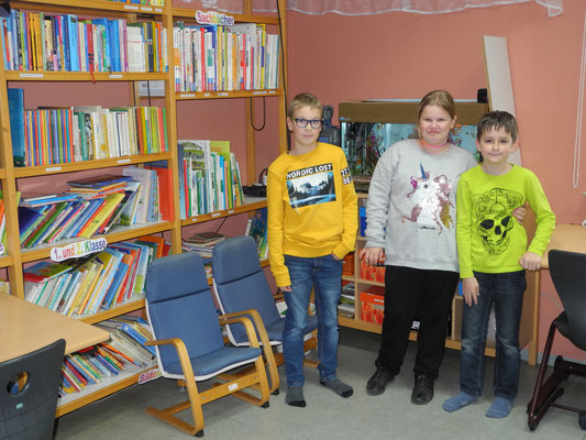 Wir drei in der Bücherei