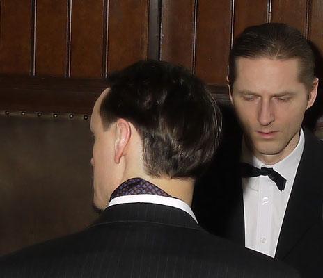 Frank Heidrich und Stefan Brosch bereiten sich auf eine Szene vor.