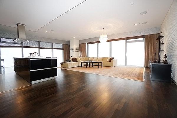 ID 048 Город Столиц, Башня Санкт Петербург - 3х комнатный апартамент в аренду на длительный срок.