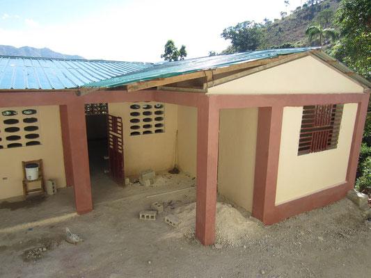 La construction de l'annexe de l'école Saint-Joseph est terminée! Toutes les classes sont maintenant au sec (il n'y a plus de classe à l'extérieur) depuis la rentrée scolaire 2016-2017.
