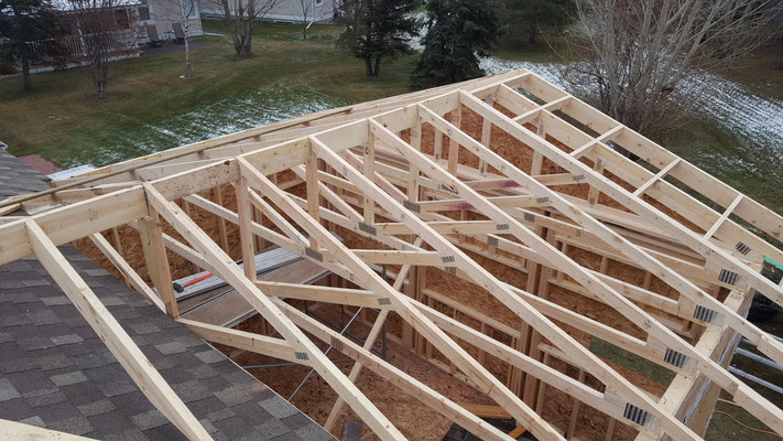 Three season room addition roof trusses