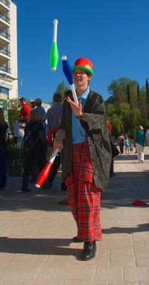 Clown beim Jonglieren im Parkhotel Pörtschach
