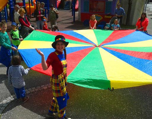 Schwungtuch mit dem Kinder Mit-mach- Zirkus