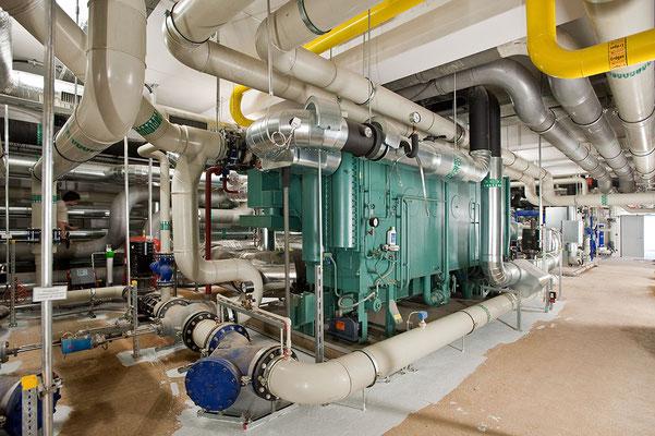 Die Kältezentrale, gasbetriebene Absorbtionsmaschine