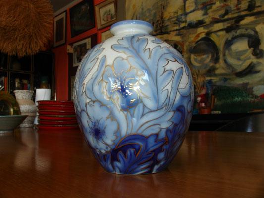 Vase en porcelaine de Limoges surligné or par Camille THARAUD