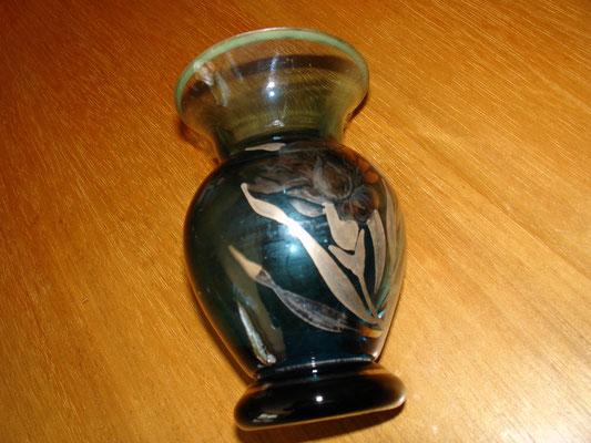 Petit vase en verre bleu décor argent signé D'ARGYL vers 1930