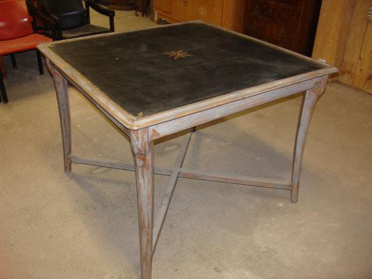 Table de jeu en bois peint et patiné de la maison Aubet & Pomel