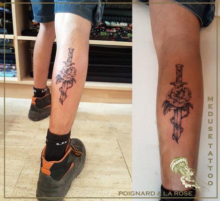 Tatouage poignard avec rose - Méduse Tattoo en Belgique