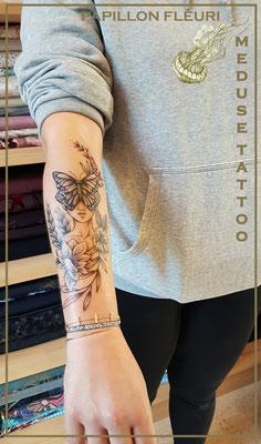 Papillon fleuri - Méduse Tattoo en Belgique