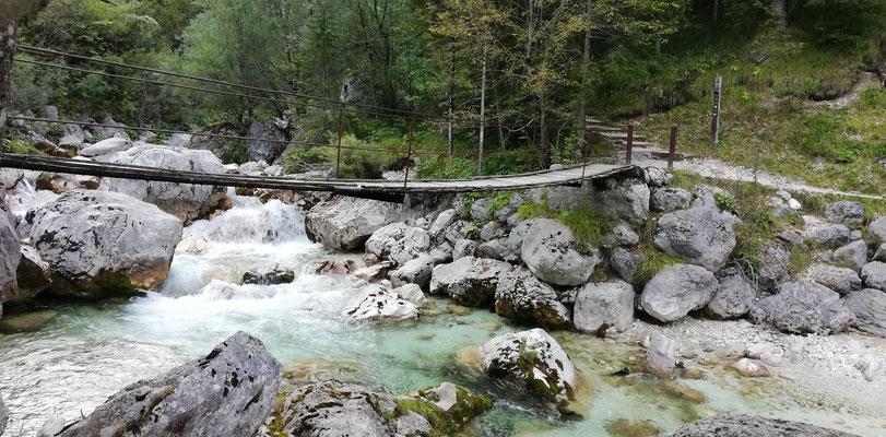 Die erste Hängebrücke über die Soča bei Trenta