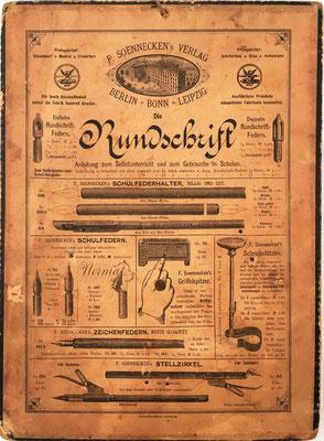"""Reverso del aparato para multiplicar y dividir EL PEQUEÑO CONTADOR, con publicidad de otros objetos de la casa Soennecken. En 1904 se reimprimió en Francia con el nombre de """"Eureka""""."""