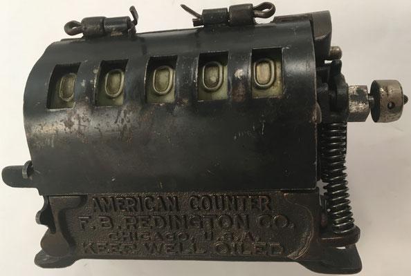 Contador de 5 dígitos AMERICAN COUNTER, sin s/n, fabricado por F. B. Redington Coompany en Chicago (Illinois, USA), año 1915, 13x6x9 cm