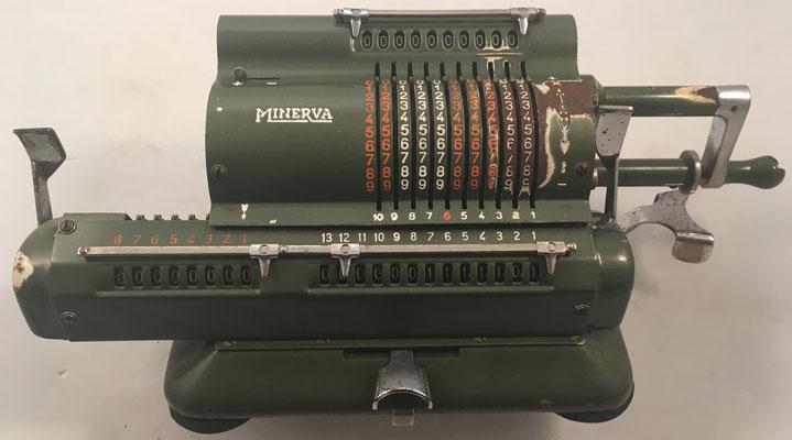 MINERVA modelo VA, s/n 14938, se fabricaron más de 70.000 máquinas hasta el año 1969, año 1946, 34x15x13 cm