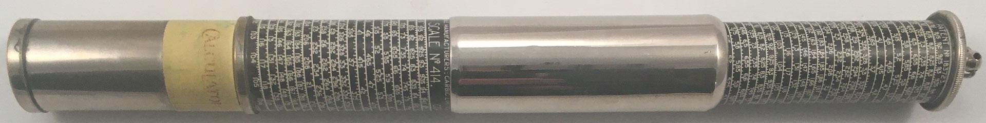 OTIS KING'S Poket Calculator, Modelo K tipo III, escalas nº 414 y nº 423, s/n 7333, made in England, año 1923, 3 cm diámetro (longitud: 15 cm cerrada, 26 cm desplegada),  (precio estimado: 150€)