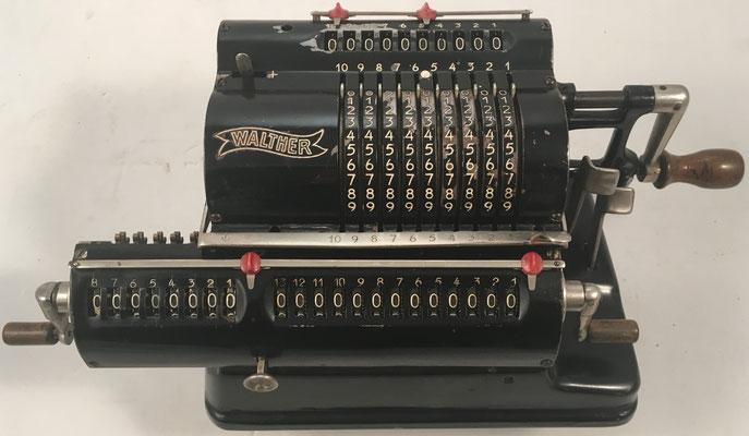 """WALTHER modelo RMKZ, s/n 14554, hecha en Alemania por  """"Carl Walther, Waffenfabrik in Zella-Mehlis"""", año 1931, distribuida en Paris por Waesberghe, 30x12x13 cm"""
