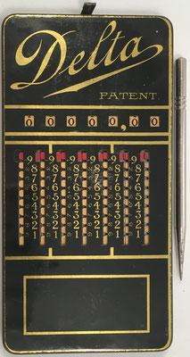 Ábaco de ranuras DELTA, fabricado por Baby Calculator Machine Co. en Chicago (USA), hacia 1930, 7.5x15 cm