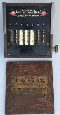 GEM Adding Machine, nº serie 42550,  año 1907, hecho en USA, 13x11x3.5 cm