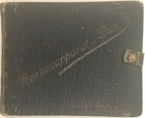 Libro 'rechenapparat' DUX, gesetzl. Schutz angem., libro nº 433 de la biblioteca del periodista alemán Werner Höfer (su padre fue constructor de carreteras), 16x13 cm