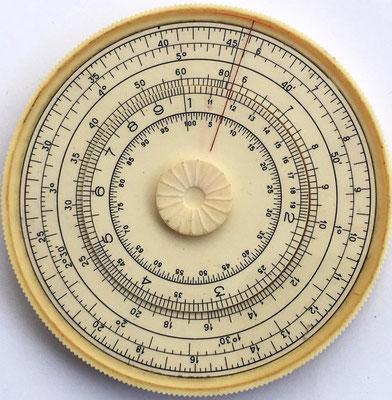 """Reverso de la regla SPUTNIK (travelling companion), fabricada en la factoría """"Kalibr"""" (Calibre) de Moscow (URSS"""