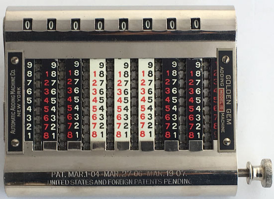 GOLDEN GEM 16, s/n 90580, fabricado por Automatic Adding Machine Co.  (New York, USA), año 1920, 15x11x2.5 cm. El  modelo 16 es el más grande y pesado de los GOLDEN GEM