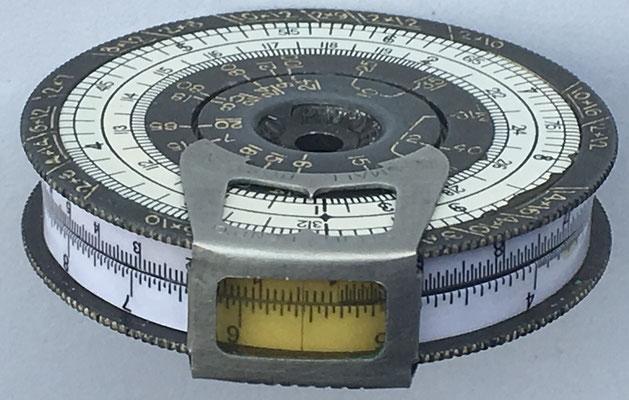 """Lateral de The """"SMALL"""" POCKET CALCULATOR, modelo nº 2"""
