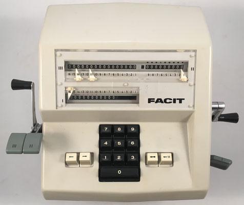 FACIT AB modelo 1004 (sucesor e idéntico al modelo CM2-16), s/n 1921366, hecha en Suecia, año 1967, 35x28x14 cm