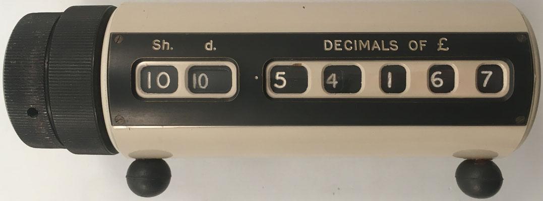 Conversor a la nueva moneda británica decimal, marca STERLICON 5, s/n 1184, año 1970, 17X7X6 cm