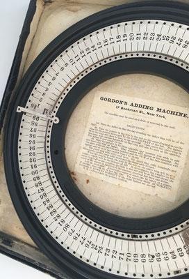 Sumadora GORDON, diseñada por Darence Gordon en el año 1875
