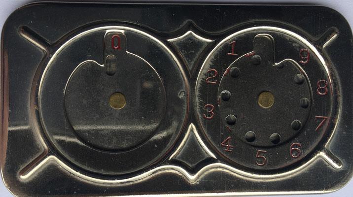 """Versión """"Vest Pocket Adding Machine"""" del original inventado por Archibald M. Stephenson, patentado el 25 de mayo de 1926 y fabricado por G.N. Mindling en Pittsburg (PA., USA), 9x4.5 cm"""
