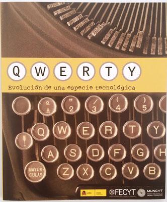 """Catálogo de la exposición """"QWERTY, la evolución de una especia tecnológica"""", 126 páginas, Ramón Núñez Centella, Madrid, año 2010, 25x21 cm"""