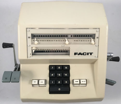 FACIT AB modelo 1004 (sucesor e idéntico al modelo CM2-16), s/n 1915646, hecha en Suecia, año 1967, 35x28x14 cm