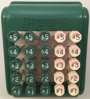 COPMTOMETER EDUCATOR de Felt & Tarrant para practicar, fabricado por Comptometer Division - Felt & Tarrant Mfg. Co. (Chicago, USA), hacia 1940, 17x14x11