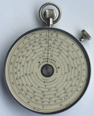 FOWLER'S Long Scale Calculator, fabricado por Fowler's LTD Sale en Manchester (England), 6.5 cm diámetro