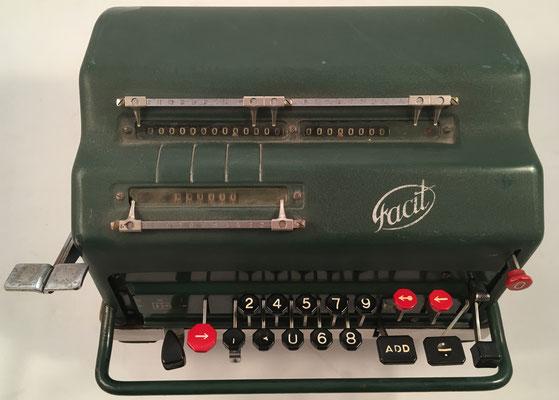 """FACIT NEA (Nya Elektriska Automaten), s/n 262381, hecha en Suecia por la """"Aktiebolaget-Facit,  Åtvidaberg"""", comercializada en España por Guillermo Truniger, año 1945, 28x25x16 cm"""