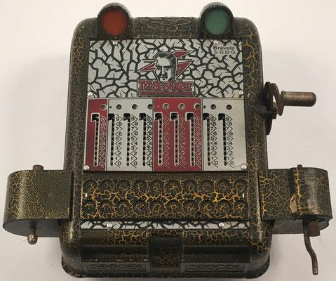 MASTER Multiscriptor, sin s/n, suma o resta indicada por luz, fabrida por Master, Bruxelles & Herstal-Liege (Bélgica), año 1935 24x13x10 cm
