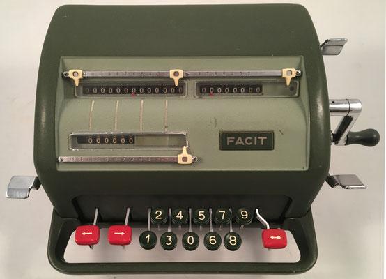 """FACIT modelo NTK, s/n 499110, hecha en Suecia por la """"Åtvidaberg-Facit"""", año 1954, 30x19x15 cm"""