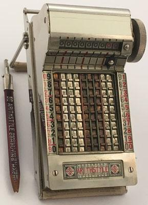 Ábaco de cadena ARITHSTYLE con punzón para introducir los números en posición de trabajo
