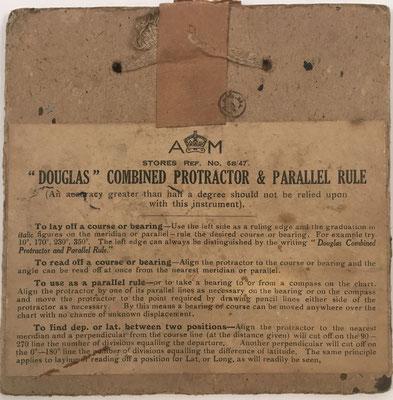 Anverso del sobre de cartón en el que se aloja el transportador DOUGLAS, instrumento utilizado para calcular el rumbo de navegación marina y aérea