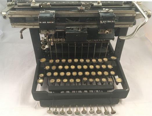 """Fabricada en Ilion (USA) para el mercado francés, con teclado """"AZERTY"""""""