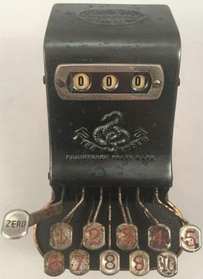 Sumadora THE ADDER, patentada por Arthur James Postans (South Kensington) en 1902, s/n 567, 11x17x11 cm