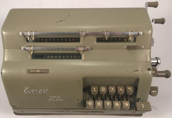 """EVEREST modelo Z5, s/n 50144, fabricada en Italia por """"S.A. Serio, Crema"""", año 1952, 22x20x16 cm"""