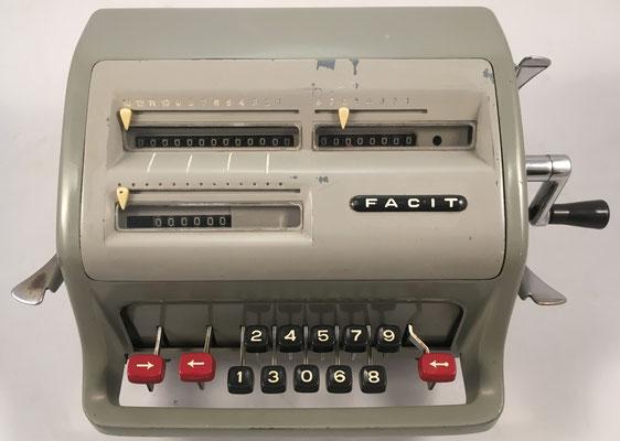 "FACIT modelo C1-13, s/n 750103, hecha en Suecia por la ""Åtvidaberg-Facit"", año 1957, 31x21x15 cm"