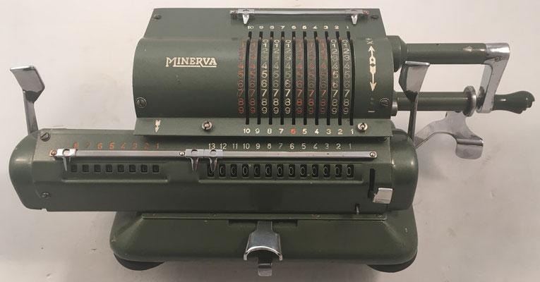 MINERVA modelo V, s/n 19402, algunos ejemplares se comercializaron bajo la marca ASTRA, año 1946, 34x15x13 cm