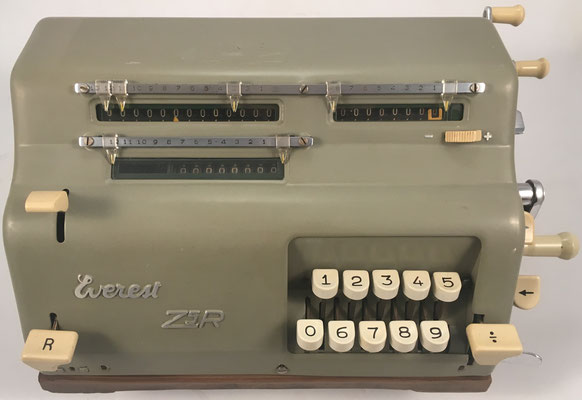 """EVEREST modelo Z5R, s/n 52875, fabricada en Italia por """"S.A. Serio, Crema"""", año 1952, 22x20x16 cm"""