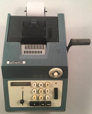 """OLIVETTI modelo Restysuma  20, s/n 576739, fabricada en España por """"Hispano Olivetti"""", año 1962, 24x29x14 cm"""